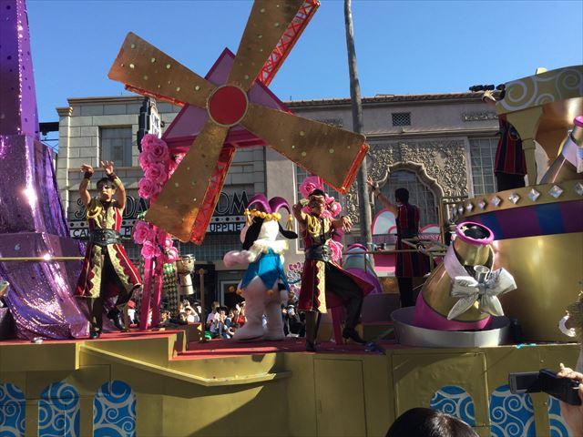 USJハロウィン「フェスタデパレード」の様子、スヌーピーのゴンドラ