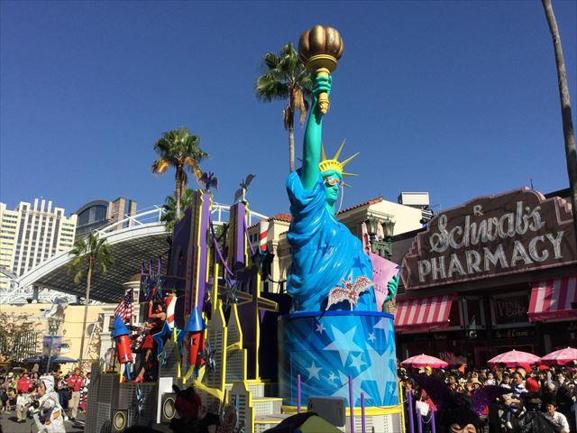 USJハロウィン「フェスタデパレード」の様子、最後に自由の女神像のゴンドラ
