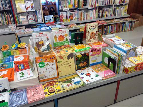 クレヨンハウス大阪店・2階絵本コーナー