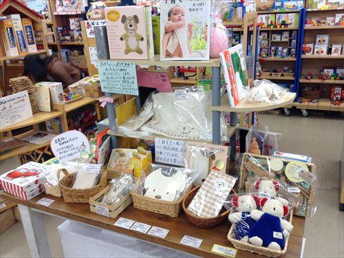 クレヨンハウス大阪店・2階・出産祝いコーナー