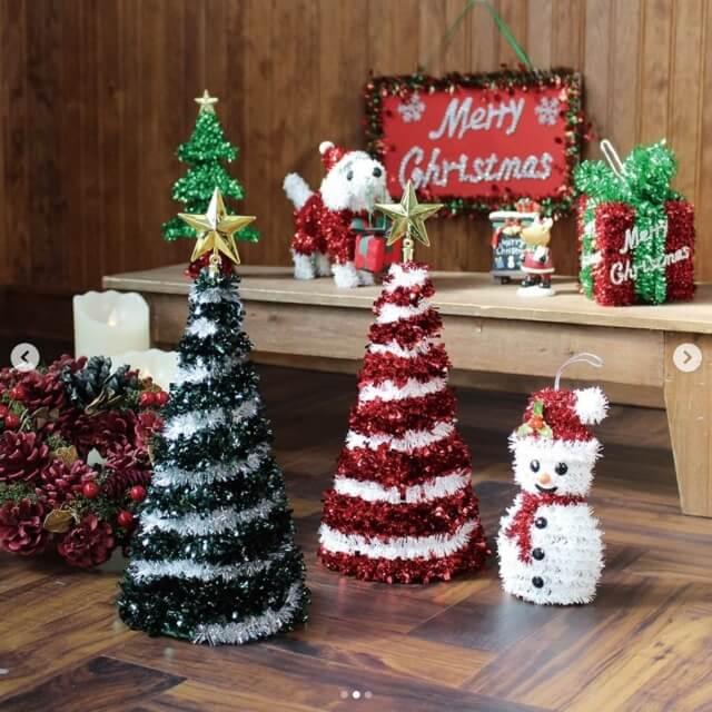 ダイソークリスマスグッズ2020年新作・モールでできたクリスマスツリーと雪だるま