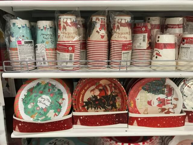 ダイソークリスマス柄の紙コップと紙皿