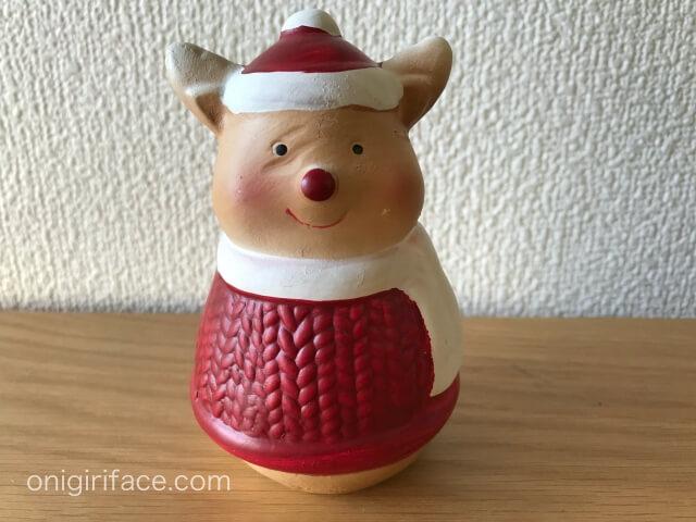 ダイソーで買ったクリスマス衣装を着たクマの置物