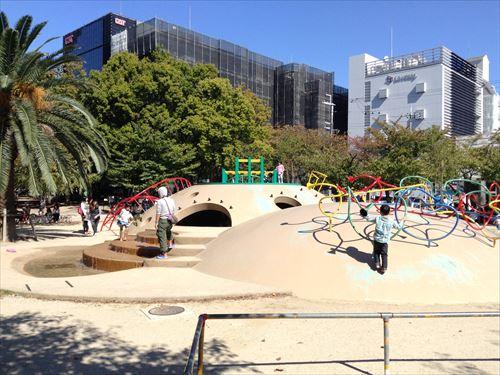 江坂公園の遊具・水遊び