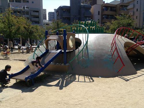 江坂公園の遊具・滑り台