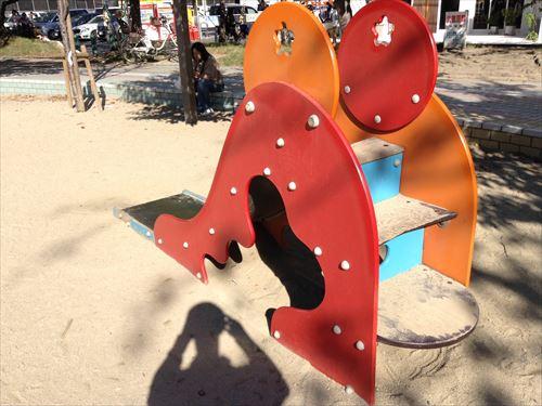 江坂公園の遊具・幼児用滑り台
