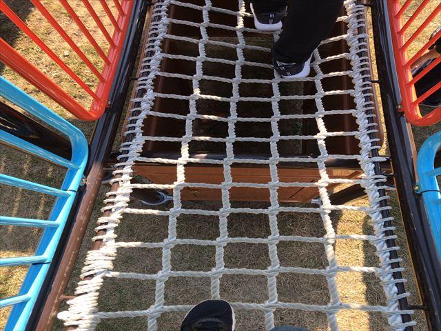 深北緑地「とりで広場」縄梯子の隙間