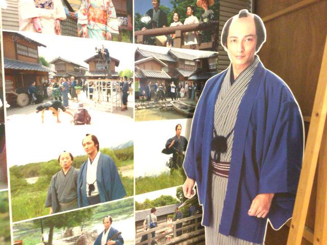NHK大阪放送局9階の「あさが来た」収録見学、新次郎さんのパネル