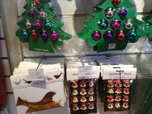 フライングタイガーのクリスマスグッズ・クリスマスツリー&オーナメント