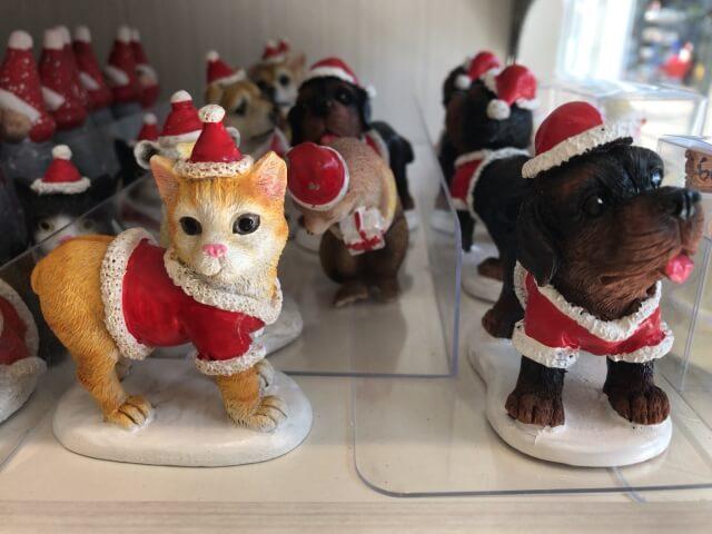 セリア「クリスマスグッズ」犬とネコのミニオブジェ