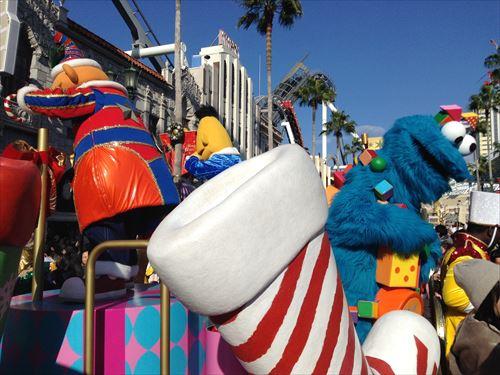 USJクリスマスパレード2014「サンタのトイマーチ」の様子