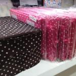 3COINSの収納ボックス・茶色&ピンクドット