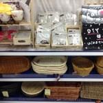 100均キャンドゥの小物収納ボックス。木製やカゴなど