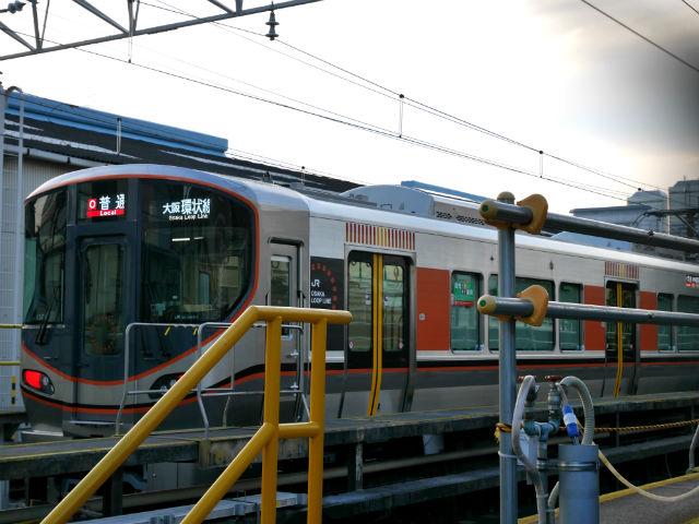 大阪環状線新型車両323系、1両目