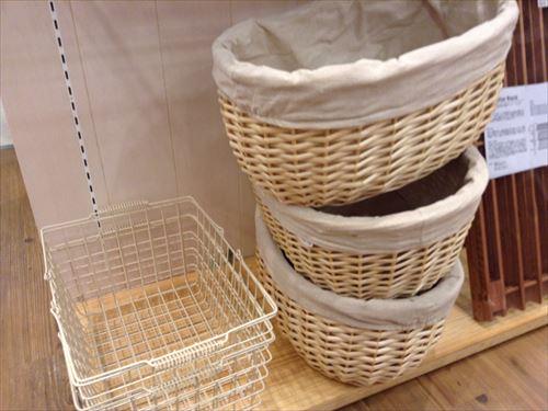 ナチュラルキッチンのオシャレな収納ボックス。カゴ・木・布 ...