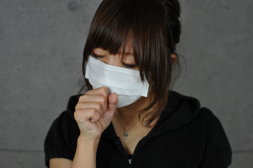 マスクを着用した女性