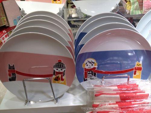 3COINSバレンタイン関連グッズ・お皿(プレート)