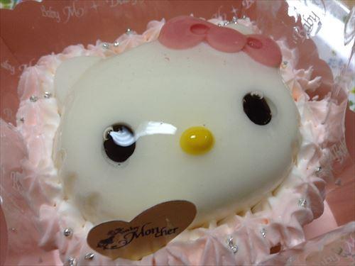 ベビーモンシェールのケーキ「ムース・オ・ハローキティ」