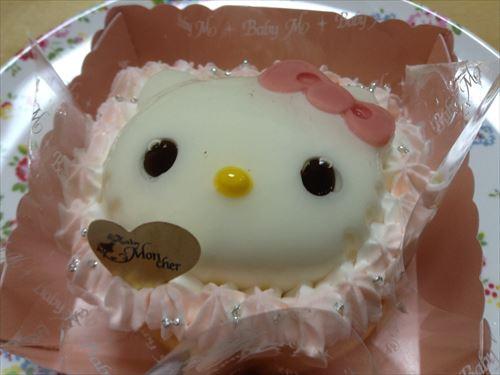 ベビーモンシェールのハローキティケーキ