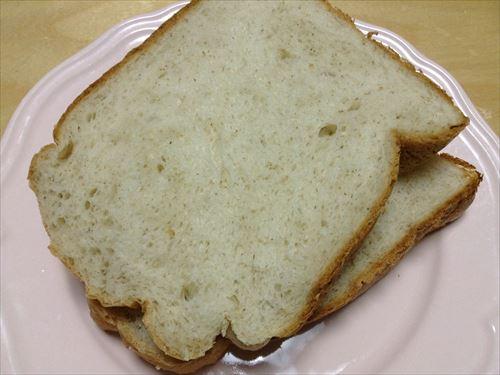 ライ麦パンを切ってみた
