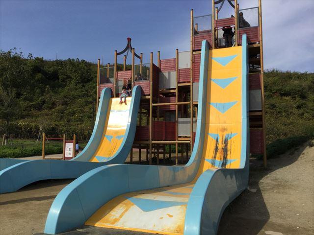 「彩都なないろ公園」80度滑り台「Wフリーフォール」