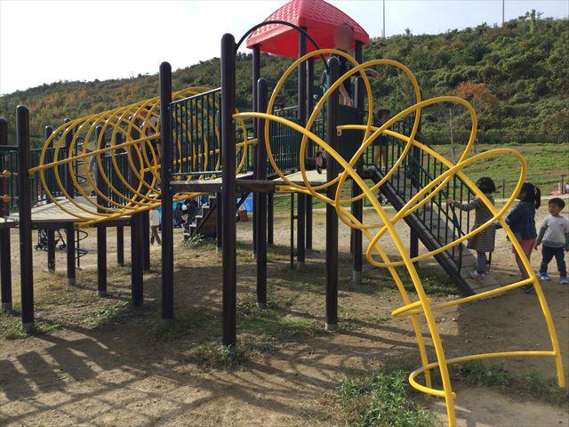 「彩都なないろ公園」幼児向け複合滑り台