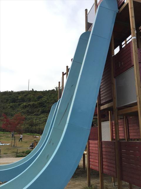 「彩都なないろ公園」80度滑り台「Wフリーフォール」横から撮影