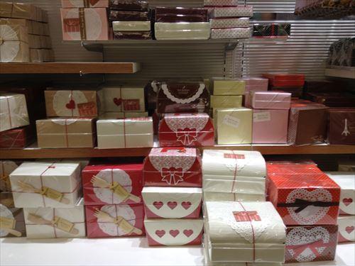 セリアのバレンタインチョコレート関連グッズ(バレンタインチョコ用の箱)