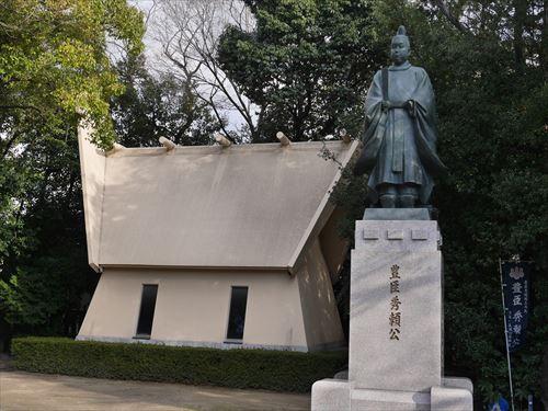 豊臣秀頼公像・玉造稲荷神社