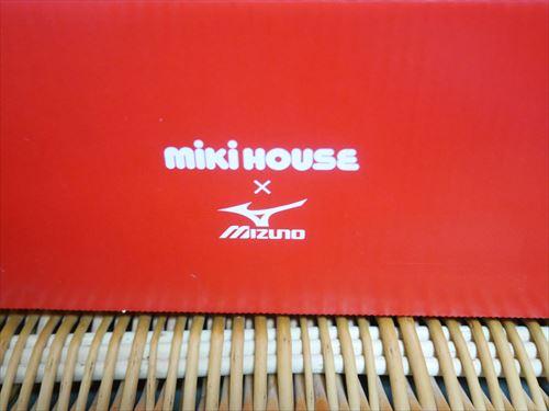 ミキハウス×ミズノコラボシューズの箱