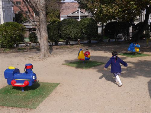 住吉公園児童遊戯場・3歳~6歳遊具・スイング遊具