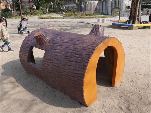住吉公園児童遊戯場・3歳~6歳遊具・ままごとの家
