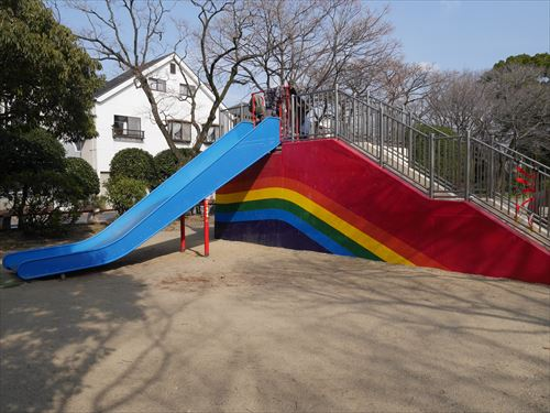 住吉公園児童遊戯場・3歳~6歳遊具・滑り台