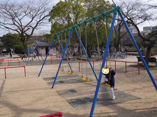 住吉公園児童遊戯場・6歳~12歳遊具・小学生向け・ブランコ