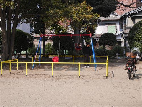 住吉公園児童遊戯場・3歳~6歳遊具・ブランコ