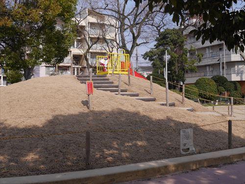 住吉公園児童遊戯場・6歳~12歳遊具・小学生向け・滑り台の階段