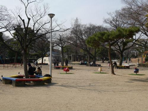 住吉公園児童遊戯場・ベンチ