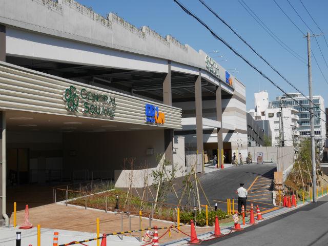 「もりのみやキューズモールBASE」工事進行状況(2015年3月28日)撮影。ライフ&エディオン