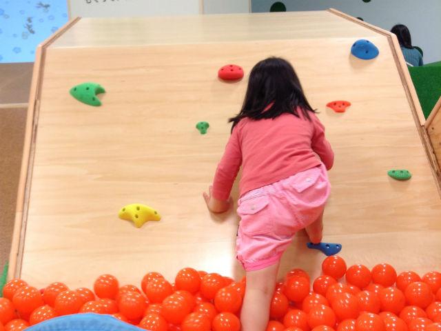 「コドモニア(kodomonia!)」で遊ぶ子供の様子