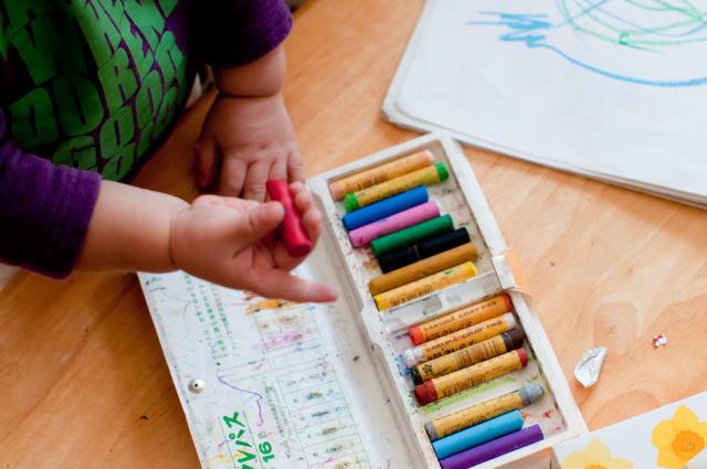幼稚園でお絵かき