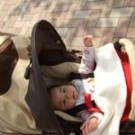 ベビーカーに乗る娘、赤ちゃん時代