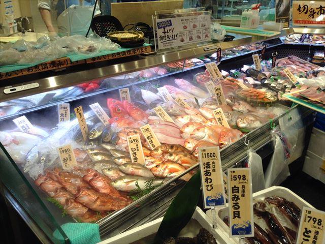 「セントラルスクエア・ライフ」森ノ宮店の様子(食料品売り場)・新鮮な魚