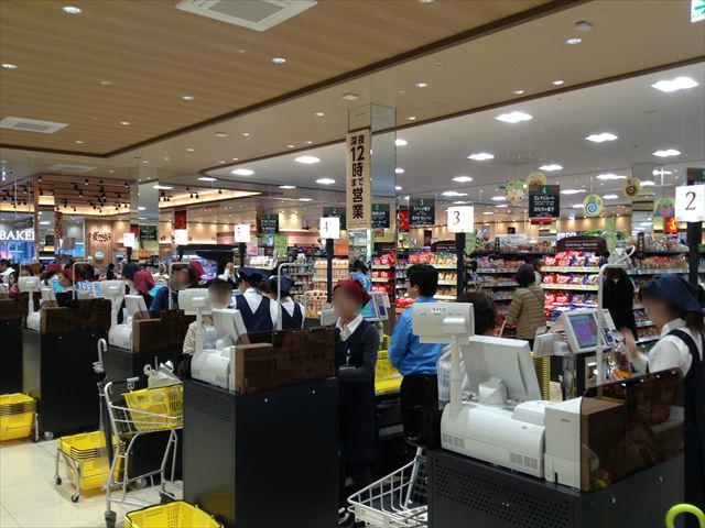 「セントラルスクエア・ライフ」森ノ宮店の様子(食料品売り場)・レジ