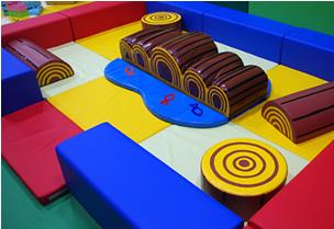 ハイハイコーナー・キッズビーの室内遊具