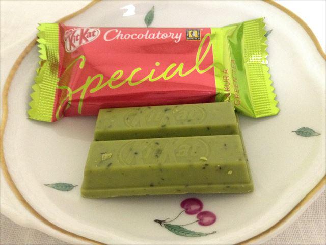 キットカットショコラトリー「スペシャル大阪アソート」サクラグリーンティ味