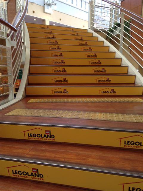 天保山マーケットプレースの階段もレゴランドマーク