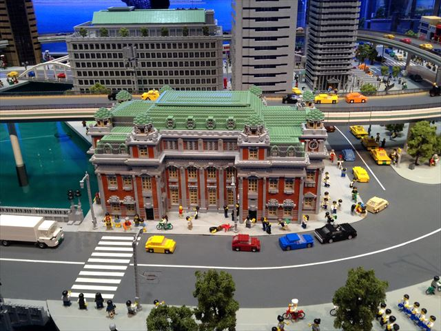 レゴで作られた中之島公会堂