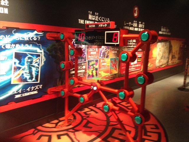 「レゴランドディスカバリーセンター大阪」のアトラクション「レゴニンジャゴー トレーニングキャンプ」アトラクション「バタック」
