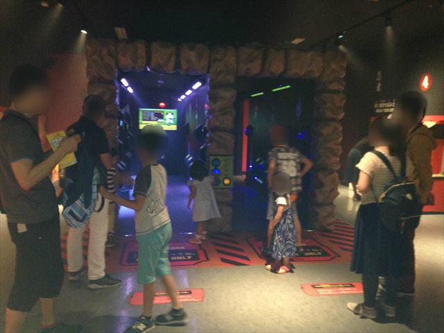 「レゴランドディスカバリーセンター大阪」のアトラクション「レゴニンジャゴー トレーニングキャンプ」アトラクション「レーザーメイズ」