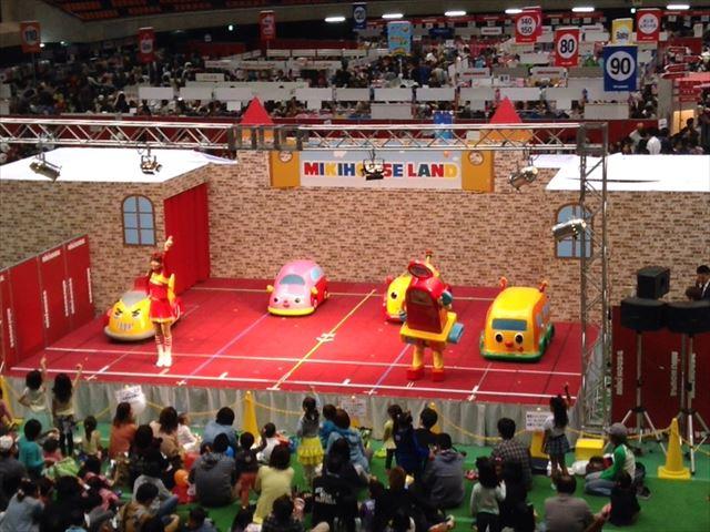 ミキハウスイベント「ミキハウスランド」キャラクターショーの様子「ゴーゴーカートくん」